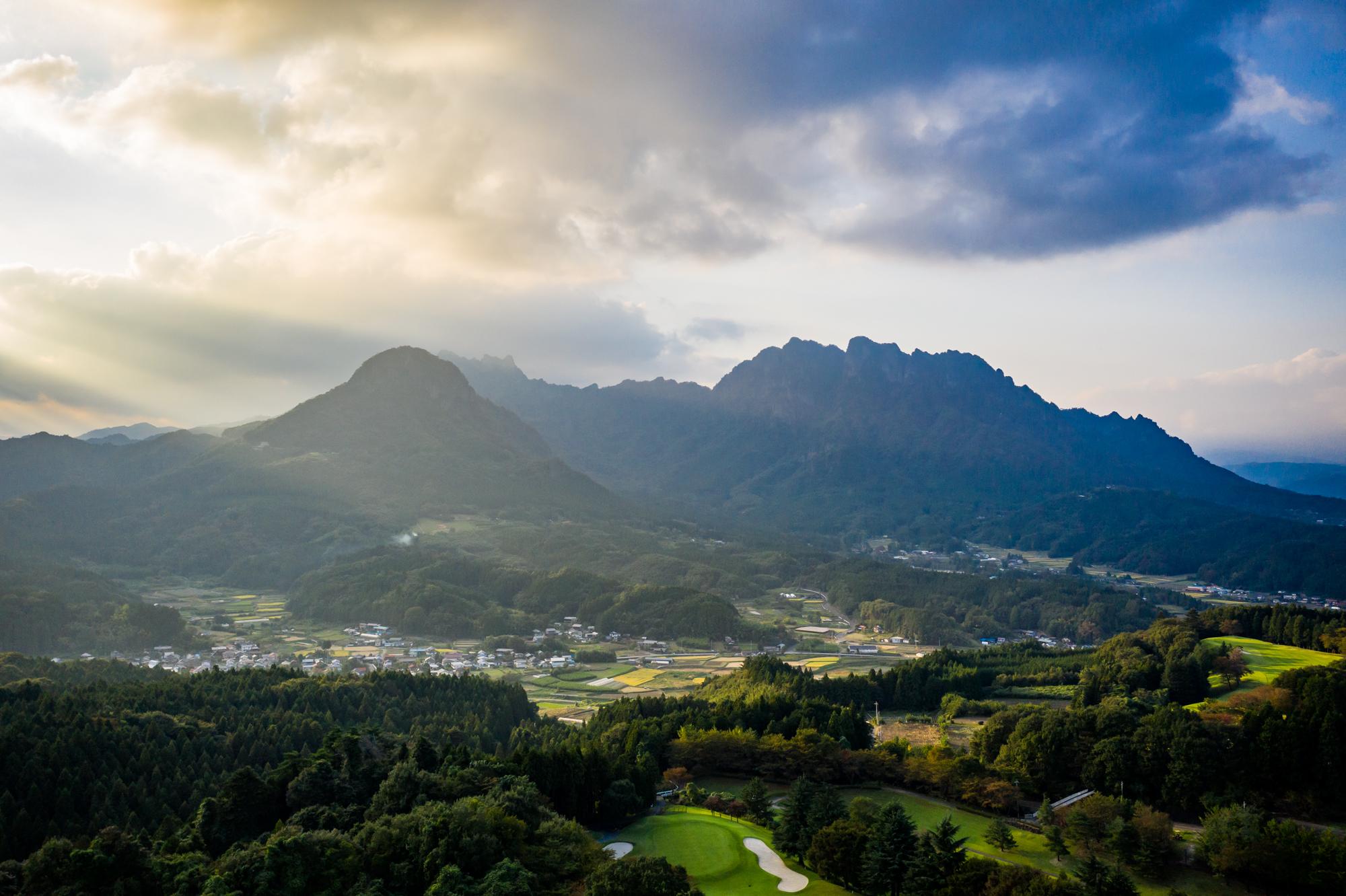 妙義山を望むグンラピング